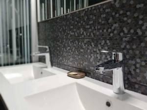 Rénovation de salle de bain avec mosaïque à Saint-Cloud