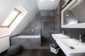 Aménager une salle de bains sous combles