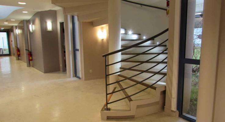 Rénover les couloirs d'une entreprise à La Côte Fleurie