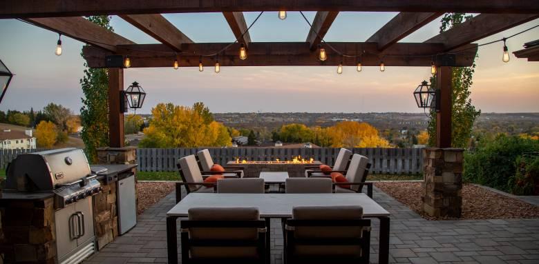Pergola en bois sur terrasse haut de gamme