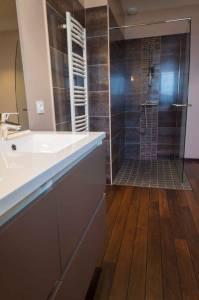 Poser un parquet dans une salle de bain à Paris 8