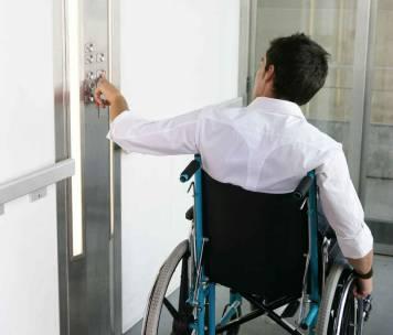 Une rampe d'accès pour handicapé dans des bureaux