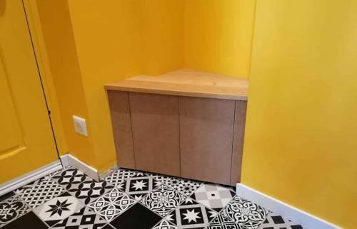 Aménagement entrée avec création sur mesure petite meuble d'angle appoint - Bayonne -