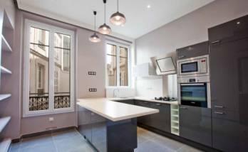 Une cuisine gris anthracite à Paris