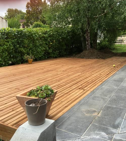 Terrasse pavés et bardage bois dans le secteur de Cholet