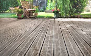 Aménager une terrasse en bois à Paris étoile