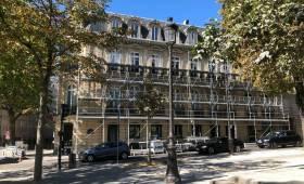 Rénovation d'une façade d'un immeuble à Paris étoile