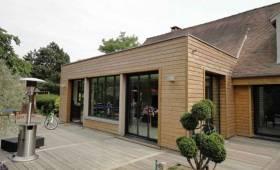 une extension de maison en bois