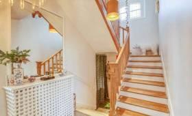 un escalier en bois chic