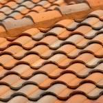 Toiture en briques rouges traditionnelles